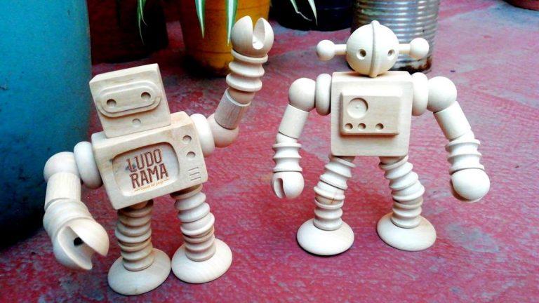 Ludorama robots madera telebot radiobot